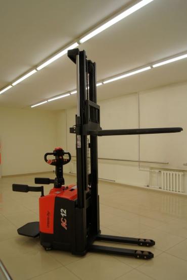 Поставка штабелера самоходного WARUN CDD12-030 М300 для ООО «Юнионвайр»